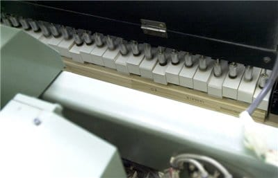 The automatic key pressing machine plays continuously for approximately six minutes.